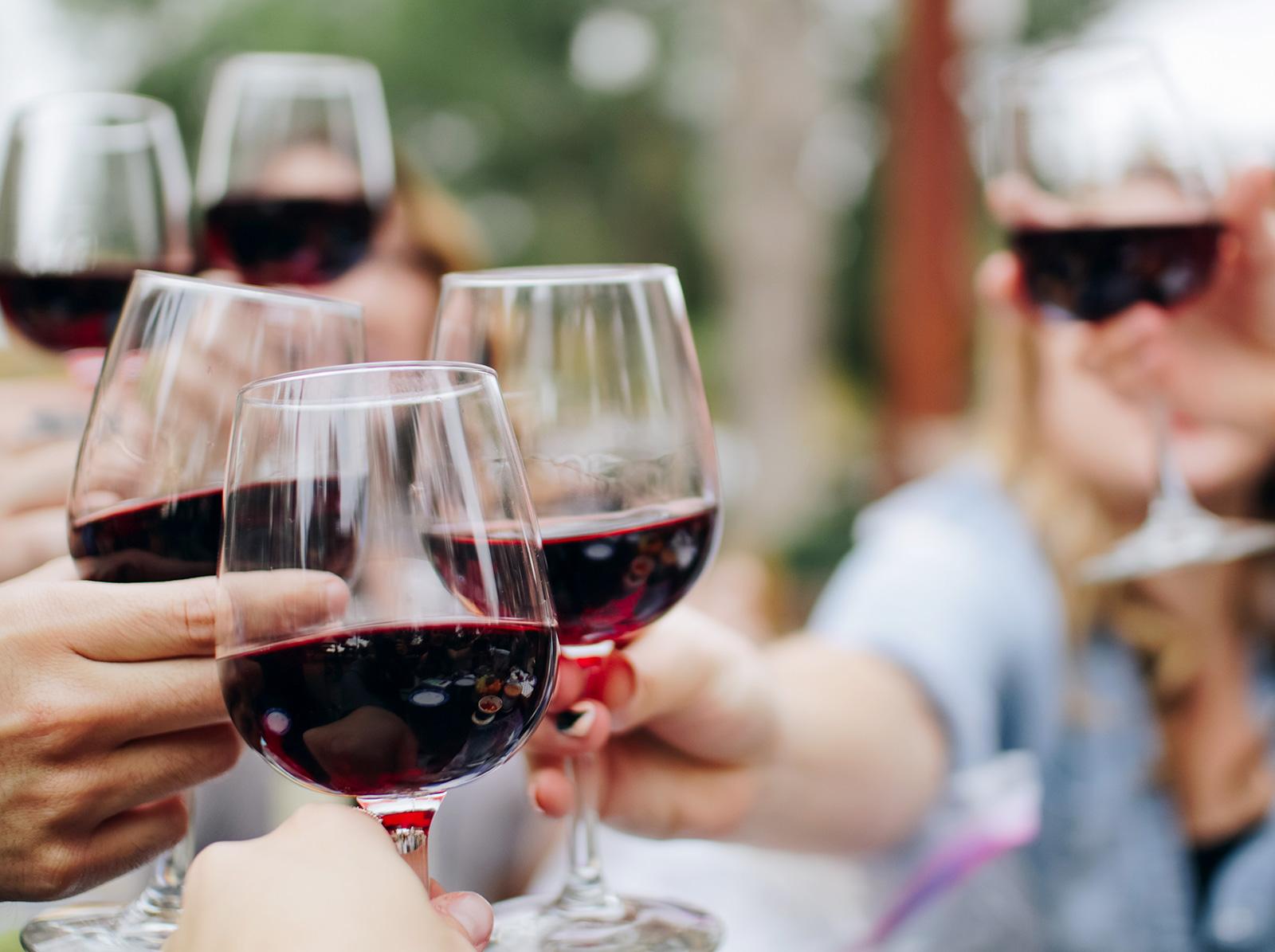 飯店附設酒莊內品嚐日本國產葡萄酒